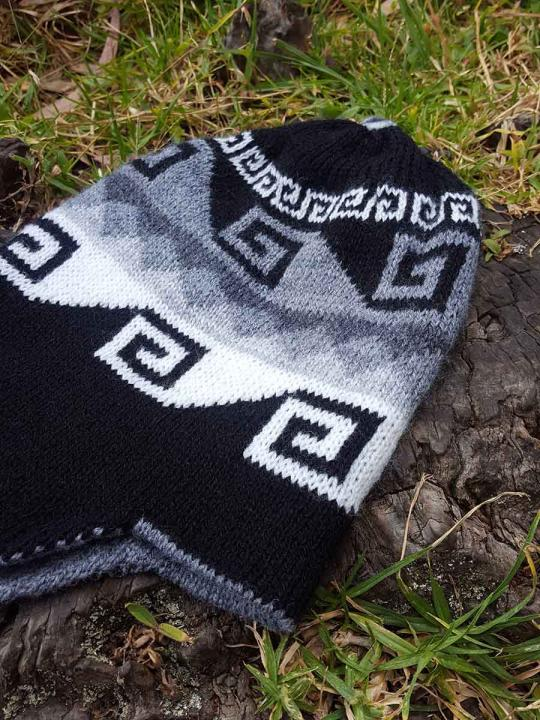 Beanie Geometric Design Black Bleach