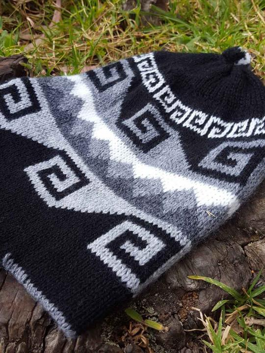 Beanie Geometric Design Black Shade