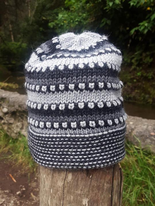 Beanie Spots-Lines Light-Grey