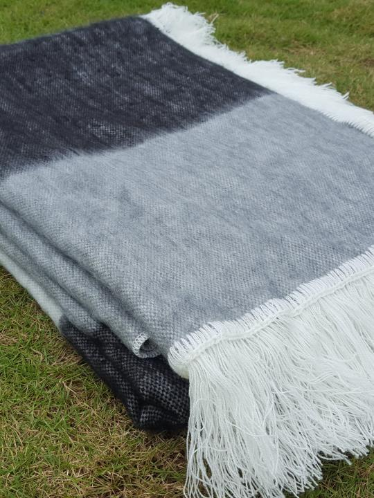 Alpaca Blanket Shutter Black Fringed Endings