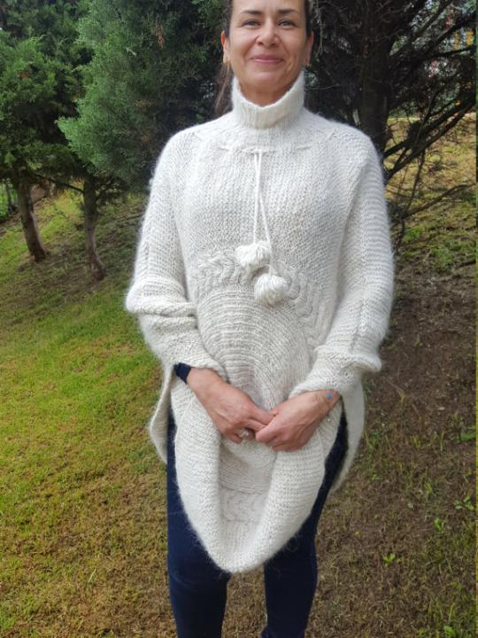 Alpaca Poncho made from 100% Alpaca Wool Creamy